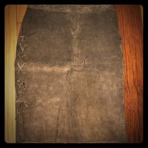 Brown suede skirt with slit and side stitching